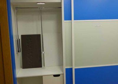 Interior Armario Azul y Blanco